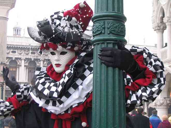Venezia carnevale lady in costume